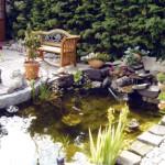 Schöner Sitzplatz am Gartenteich